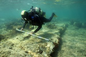 5-survey-in-the-roman-breakwater-of-karantina-island